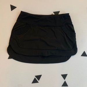 Lululemon size 4 running/tennis skirt with shorts